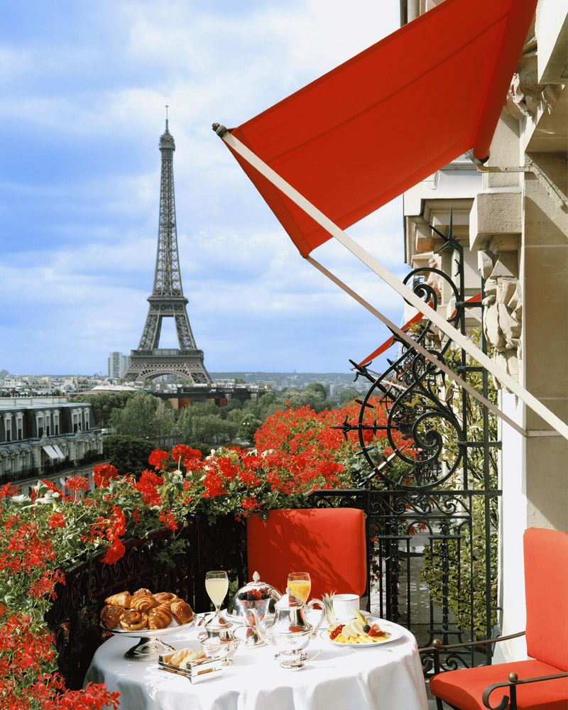 hotel-plaza-athenee_unique-view-on-the-eiffel-towe2r